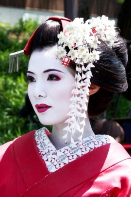 Geisha and the inspirational comparison between the past and the present of Woman